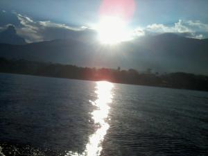 Atardecer en el Lago de Coatepeque, El Salvador Sunset at Coatepeque Lake, El Salvador