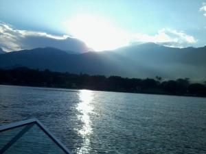 En lancha Lago de Coatepeque, El Salvador On a motor boat ride at Lago de Coatepeque, El Salvador