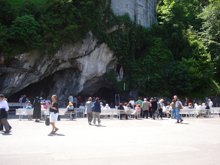 01 Grotto Lourdes France visaparaviajar